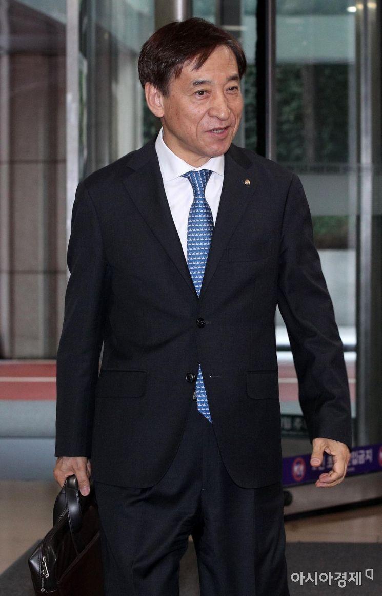[포토] 출근하는 이주열 한국은행 총재
