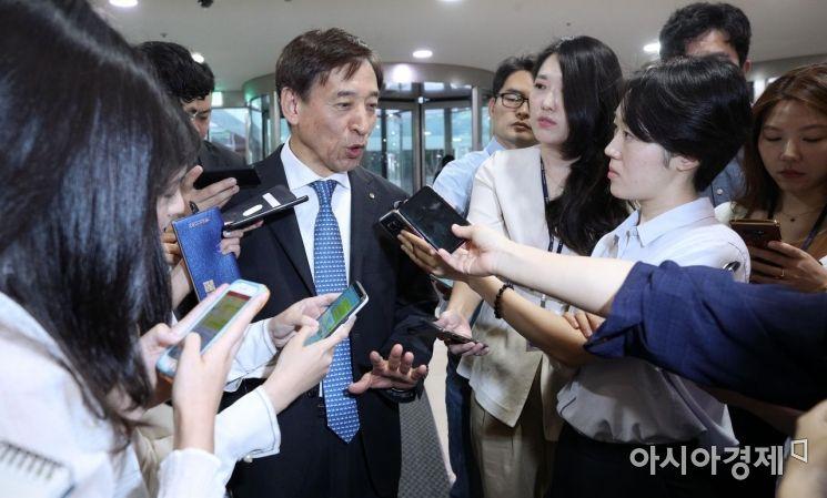 [포토] 답변하는 이주열 한은 총재