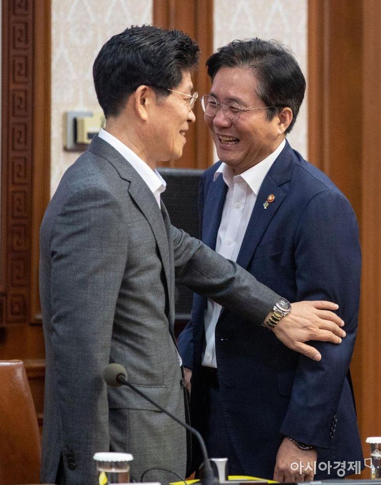 [포토]대화하는 성윤모 장관-노형욱 국무조정실장