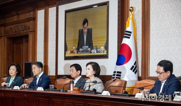 [포토]이낙연 총리 모두발언 경청하는 국무위원들