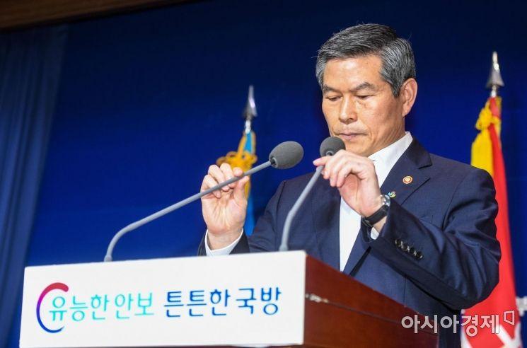 [포토]무거운 표정의 정경두 국방부 장관