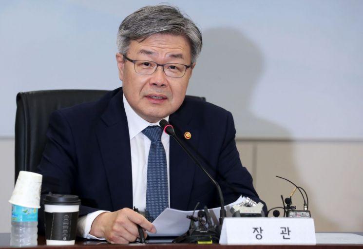 """이재갑 장관 """"노선버스 등 '주 52시간' 9월까지 계도기간 적용"""""""