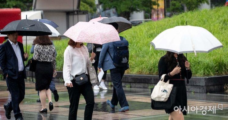 [오늘날씨]서울·수도권 비 소식…자정께 대부분 그쳐
