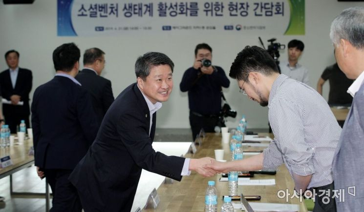 [포토] 소셜벤처기업 찾은 김학도 중기부 차관