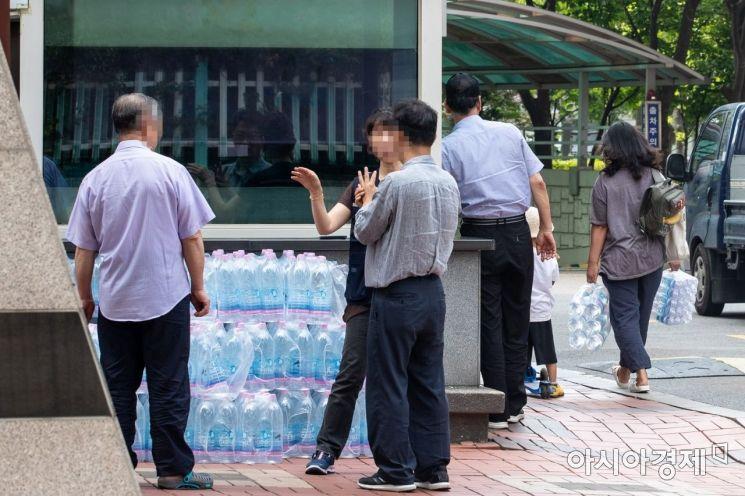 [포토] 생수 공급하는 문래동 아파트 단지