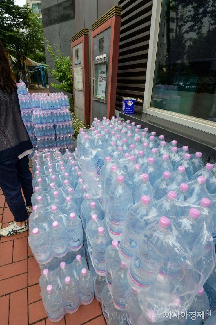 [포토]'붉은 수돗물' 민원 생수 공급