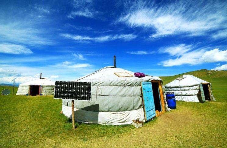 몽골 초원에 설치해 놓은 전통가옥 '게르' (제공: 보물섬투어)