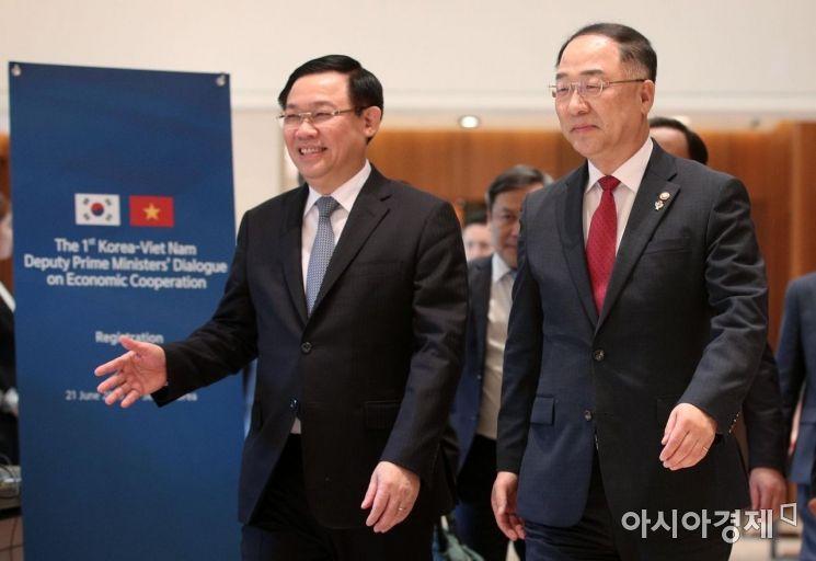 [포토] 회의장 향하는 한-베트남 부총리