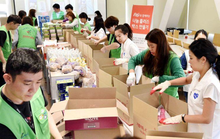홈플러스·한국P&G, 한부모·미혼모가정 대상 생필품 전달