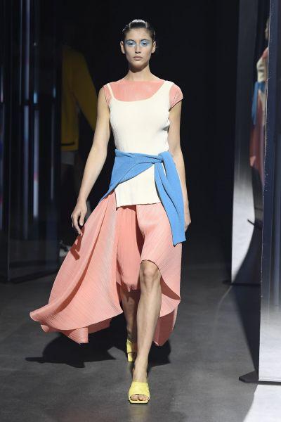이달 22일(한국 시간), 모델들이 프랑스 파리 '팔레 드 도쿄'에서 시스템·시스템옴므의 2020년 봄·여름(S/S) 시즌 제품을 선보이고 있다.