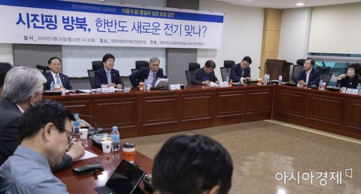 [포토] 시진핑 방북 관련 강연하는 이종석 전 장관