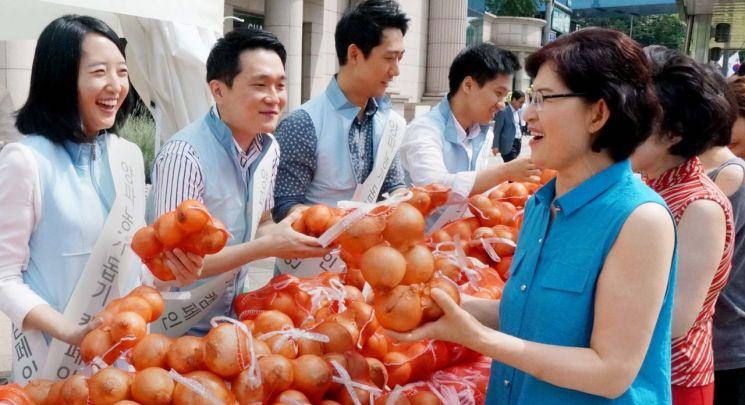 """현대百, 양파·감자 최대 50% 할인…""""농가 시름 덜어드려요"""""""