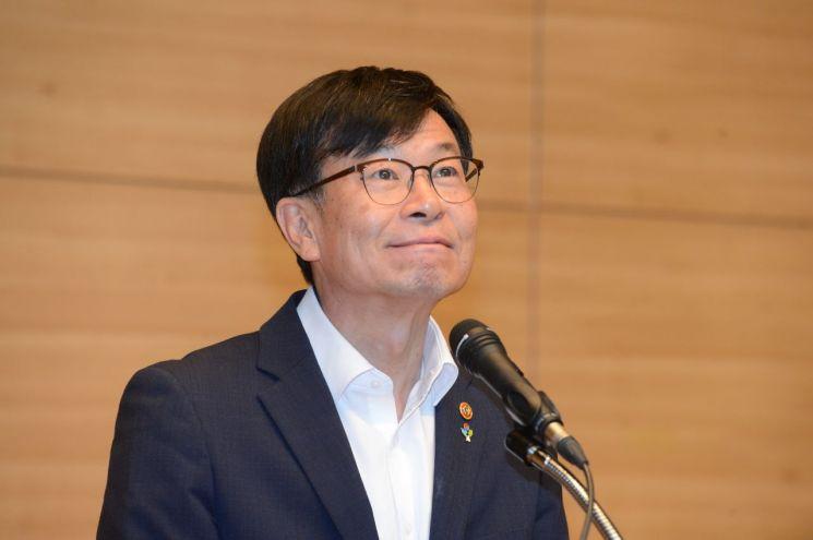 김상조 신임 청와대 정책실장이 21일 정부세종청사에서 공정거래위원장 이임사를 하고 있다.