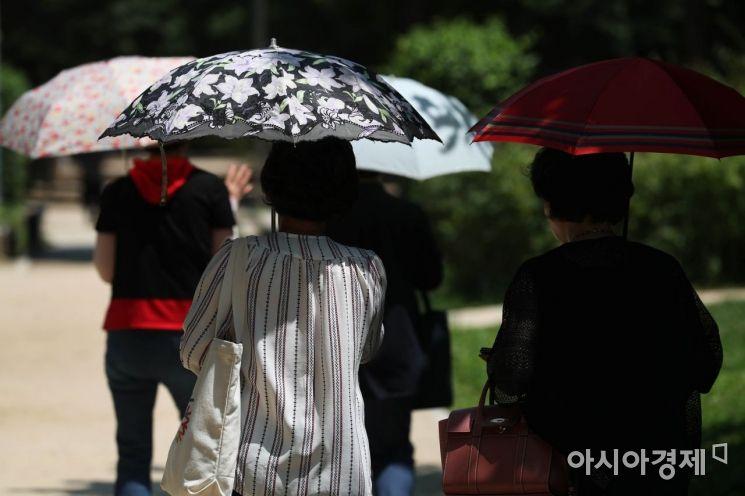 [포토]'양산 쓰세요'