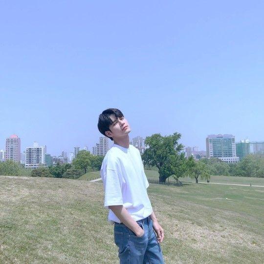 옹성우가 내달 방송을 앞둔 JTBC '열여덟의 순간'을 홍보하며 여러 장의 사진을 공개했다/사진=옹성우 인스타그램 캡처