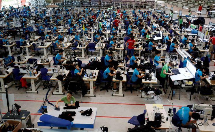 근로자들이 일하는 모습.(사진=로이터연합뉴스)