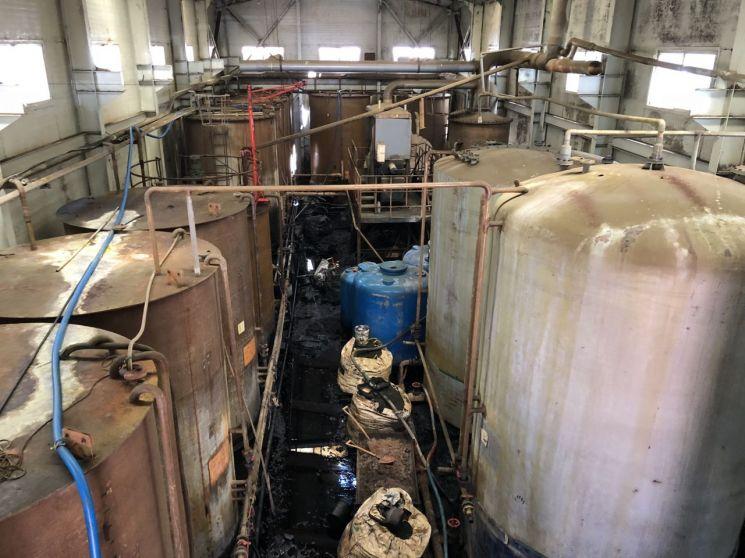 인천 서구의 한 화학폐기물 처리 공장 내부 [출처=인천환경운동연합]