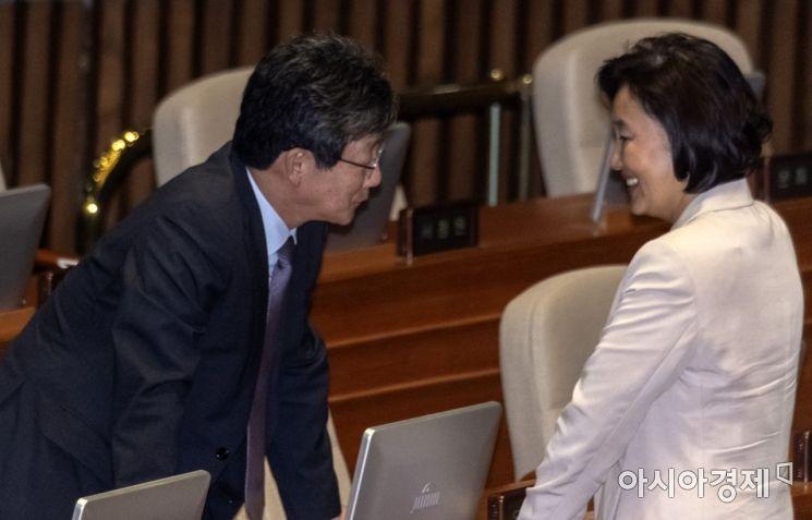[포토] 이야기 나누는 박영선 장관·유승민 의원