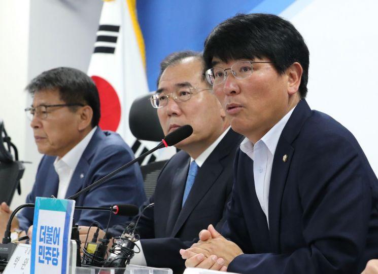 박완주 의원.(오른쪽 첫번째) [이미지출처=연합뉴스]
