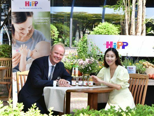 전 세계 No.1 유기농 영유아식 브랜드 '힙(HiPP)' 글로벌 CEO 스테판 힙(Stefan HiPP)이 한국 소비자를 대표한 예비맘 유민주와 힙에 대한 궁금증에 대해 이야기했다.