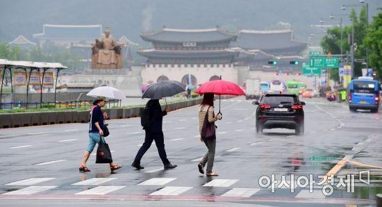 """전국 흐린 가운데 곳곳 비소식…""""우산 챙기세요"""""""