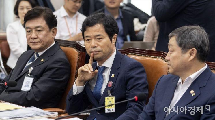 [포토] 생각에 잠긴 김승환 전북교육감