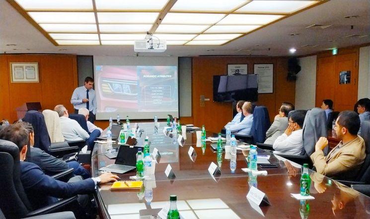 쌍용자동차가 24~25일 양일간 평택공장 본사에서 2019 글로벌 제품마케팅 협의회(PMC)를 개최했다. 참석자들이 글로벌 판매를 확대하고 제품경쟁력을 강화하기 위한 다양한 안건을 논의하고 있다./사진=쌍용차