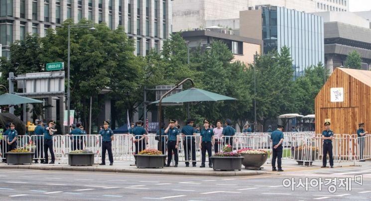 [포토]출입 통제된 광화문 광장