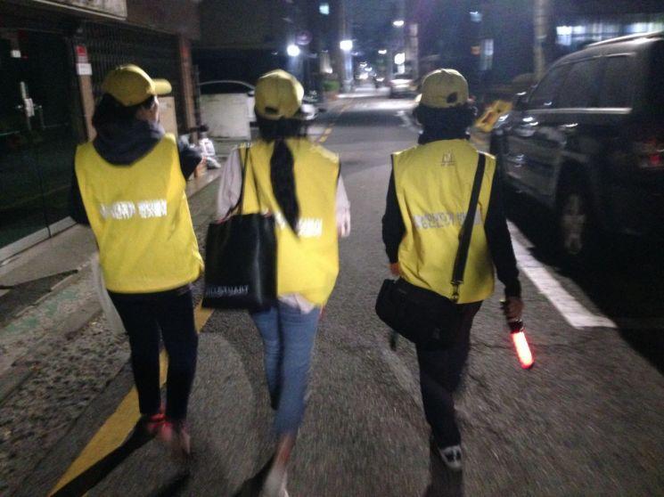 서초구 '여성 안전귀가 반딧불이' 한 달 평균 4200여명 이용