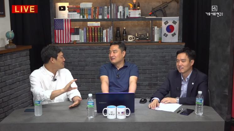 '가로세로연구소' 유튜브 채널에 출연한 (왼쪽부터) 김용호, 강용석, 김세의 / 사진 = 가로세로 연구소 유튜브 영상 캡처