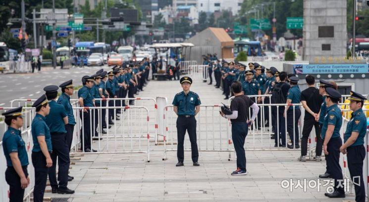 [포토]경계 강화 나선 경찰 병력