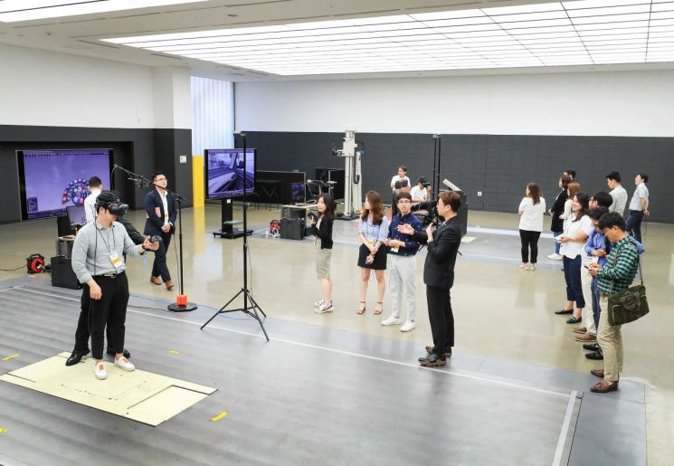 GMTCK 디자인센터의 VR 스튜디오(사진=한국GM)