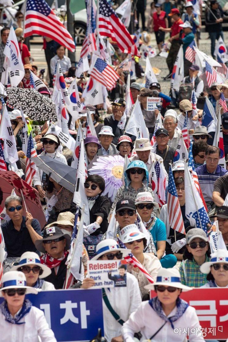 [포토]트럼프 대통령 반기는 보수단체