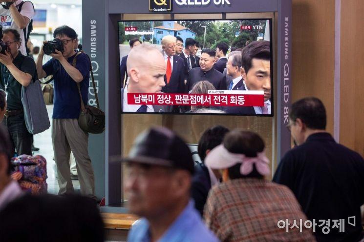 [포토]판문점서 만남 갖은 문재인 대통령-김정은 위원장-트럼프 대통령