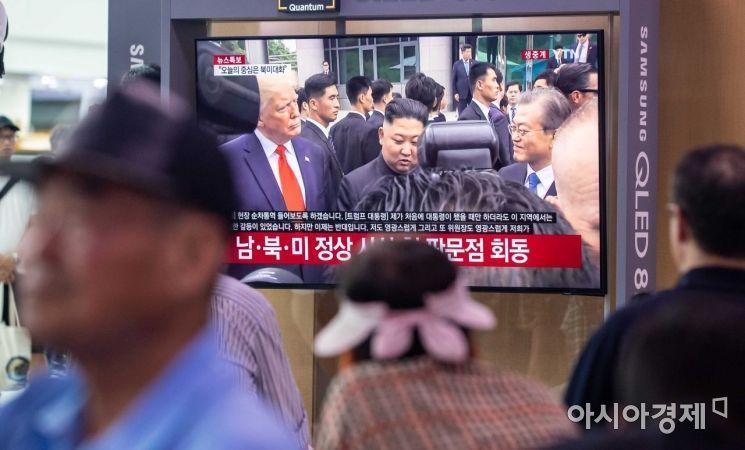 [포토]남북미 정상 판문점서 전격 회동