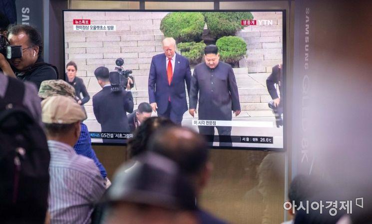 [포토]판문점 회동 나선 김정은 위원장-트럼프 대통령