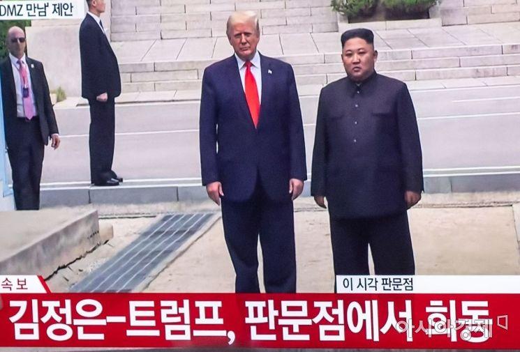 [포토]판문점서 회동 나선 김정은 위원장-트럼프 대통령