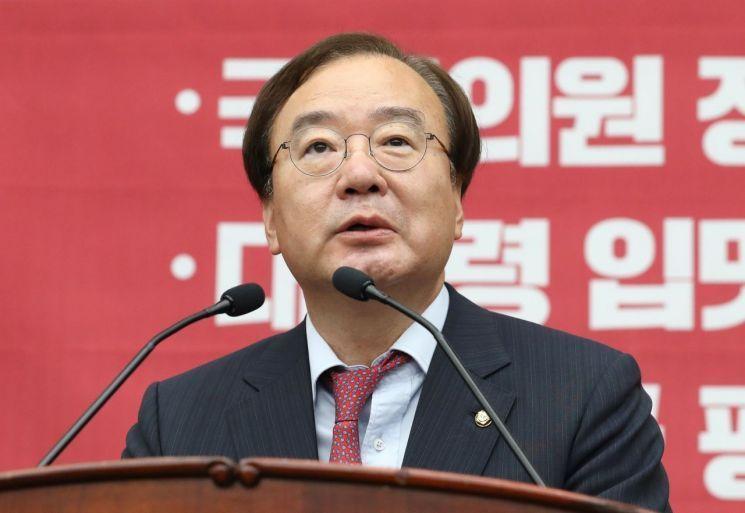 '미·북 정상 간의 DMZ 만남은 이뤄지지 않을 것'이라 주장한 강효상 자유한국당 의원 / 사진 = 연합뉴스