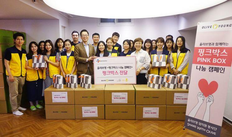 올리브영, 여성 청소년 위한 '핑크박스' 1000개 전달