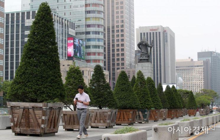 [포토] 광화문광장에 빼곡히 놓인 대형 화분