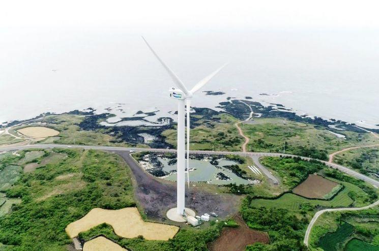 제주 김녕실증단지에 설치된 두산중공업 5.5MW급 해상풍력시스템 전경.