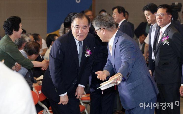 [포토] 농협 창립 58주년 기념식 참석하는 이개호 장관