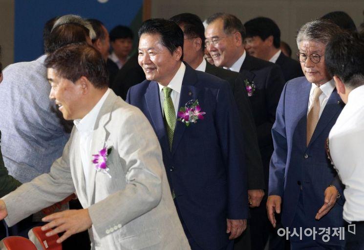 [포토] 농협 창립 58주년 기념식 참석하는 김병원 회장