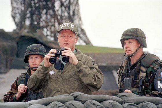 1993년 7월 비무장지대(DMZ)를 방문한 빌 클린턴 대통령
