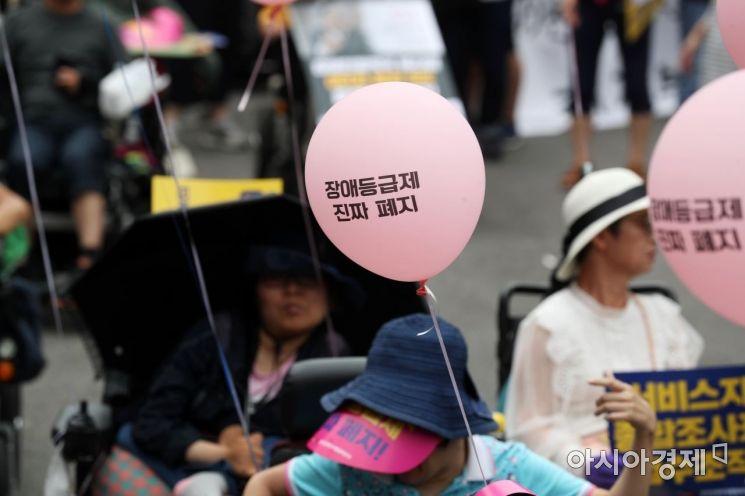 [포토]분홍색 풍선 아래