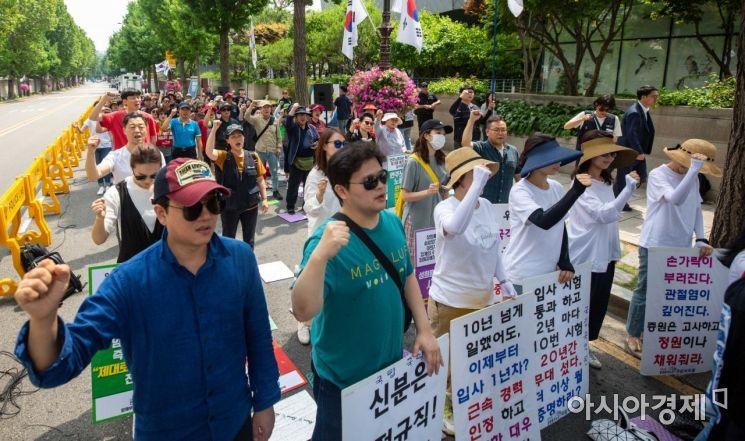[포토]비정규직 철폐 촉구하는 결의대회 참가자들