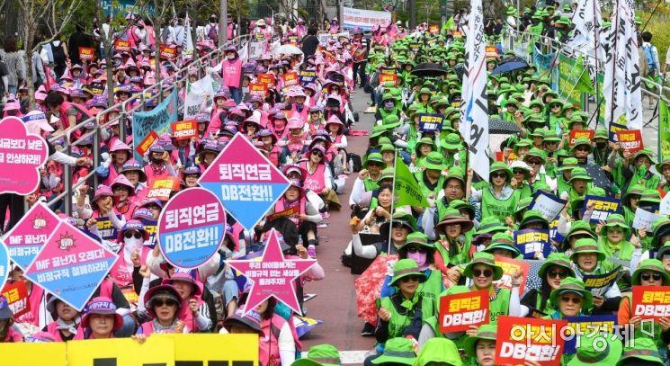 [포토]서울교육청 앞에 모인 학교 비정규직 노동자