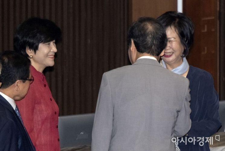 [포토] 이야기 나누는 손혜원 의원·이낙연 총리