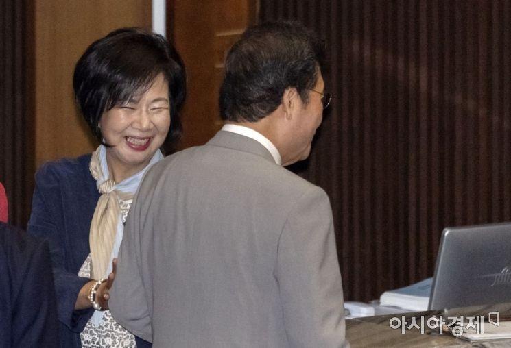 [포토] 반갑게 이야기 나누는 이낙연·손혜원