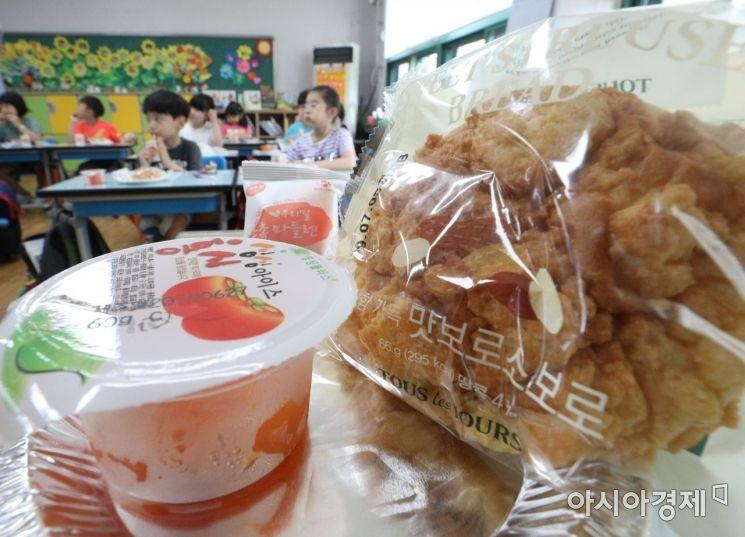 [포토] 빵과 과일 등으로 구성된 대채급식